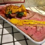 おでんと肉豆富料理 酒場ゴロー - 絶品うにと牛たたき 赤身薄切り 1人前 690円
