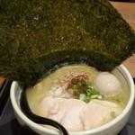 濃厚鶏麺 ゆきかげ - こんなデカイ海苔がついてます