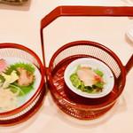 112243432 - 籠盛り前菜: クラゲ 金華ハム 真鯛のサラダ