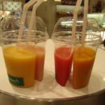 ベジテリア - ドリンク写真:フルーツミックスと桃、西瓜とマンゴー&グァバ
