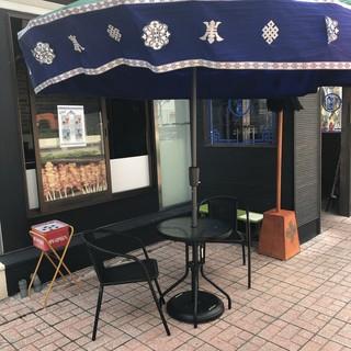 【夏季限定】テラス席で串料理とお酒を楽しむ!