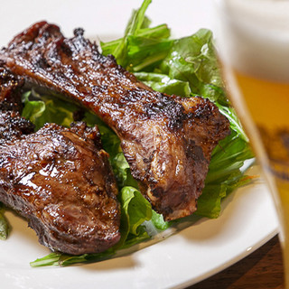 時間をかけ、じっくりと旨味を引き出した自慢のお肉料理をどうぞ