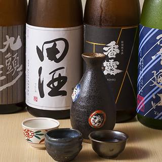 こだわりの寿司や逸品には、相性の良い全国の日本酒や焼酎を!