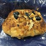 112277525 - ヘーゼルナッツ&黒豆のパン♪