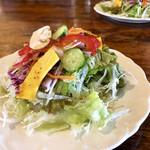 112280589 - 旬菜サラダ 大きなお皿に山盛りなのが嬉しい!