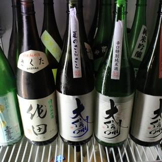 日本酒も豊富。焼鳥と和酒のペアリングをごゆっくりと◎