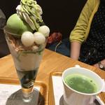 ナナズ・グリーンティー - 抹茶パフェと友人オーダーの宇治煎茶ホット 一口味見したら甘さは入っておらず飲み易い美味しさ(^^)