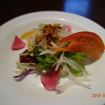 Tonchinkan - まずは、サラダ。