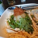 くま吉 - 蒸し鶏の梅サラダ