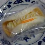 イシヤ・ギンザ - フワリ・バターオムレット(ワイン&チーズ)324円
