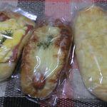 ラパン・ブラン - 料理写真:ハムタマゴ、グラタンフィリングのソーセージパン、チーズパン