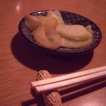 なかまっこ - カレ風味の漬物(お通し)