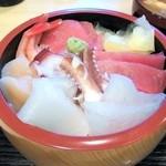11230620 - 海鮮丼(普段の海鮮丼は二段重です)