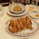 餃子の王将 - 料理写真:餃子(2人前:6個)/炒飯(ジャストサイズ)