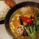 Rojiura Curry SAMURAI. - 料理写真:侍まつり(トッピング3種・豚角煮/牡蠣/フィッシュフライ)1480円+ライス大盛り100円+グリーンスープ(辛さ大)150円
