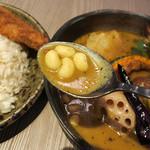 Rojiura Curry SAMURAI. - 侍まつり(トッピング3種・豚角煮/牡蠣/フィッシュフライ)1480円+ライス大盛り100円+グリーンスープ(辛さ大)150円
