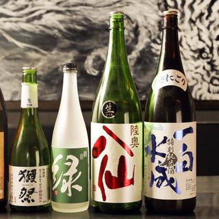 日本酒は常に5種以上ご用意。オリジナルの酎ハイやハイボールも