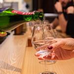 日本酒バル どろん - 日本酒は物によりワイングラスでも提供