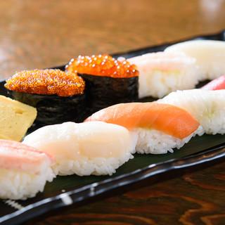 刺身、寿司、炉端焼き…新鮮な魚介を使用した魚料理が目白押し!