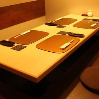 接待やご商談、ご家族でのお食事にも最適な掘りごたつ席を完備