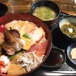 112321846 - スーパー海鮮丼