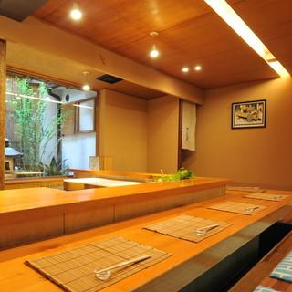 和情緒を散りばめた品格漂う、贅を尽くした美食空間で上質な時。