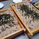 小嶋屋総本店 - 料理写真:「天へぎ(4人前;1升)」と「花へぎ(2人前;5合)」の蕎麦