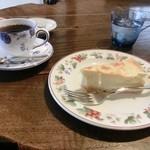 ティータイム ガルニ - ケーキセット(ゆずチーズケーキとストレートコーヒー(シグリ))