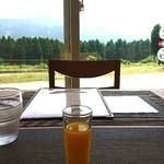 レストランカフェ グレーテルの森 - ドリンク写真:グレーテルスペシャルランチ、始まりはオレンジジュース