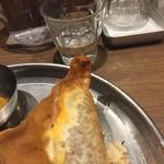 タンドール料理ひつじや - ひき肉、卵、チーズの包み揚げ