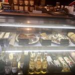 ンケリコ -  ショーケース内はケーキ マルジョレーヌ、タルト、シフォンケーキなど ジャムや焼き菓子も販売してます