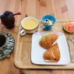 カフェ&ネイル ウエムラ - 料理写真:モーニング(全体)
