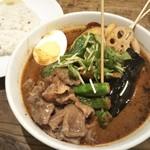 スープカレー すあげ3 - 味噌煮牛すじとししとうのカレー。
