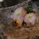 112343241 - 6日間熟成させた鱸の刺身、マッシュルーム締め。