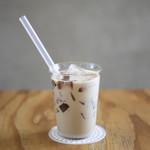ファブカフェ - コクのあるFabCafeオリジナルの自家製ロイヤルミルクティーに、芳醇な味わいの強いアッサムティーゼリーが入った、喉越し爽やかで食感が楽しいドリンクです。
