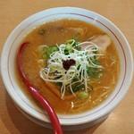 赤ふくちぁんラーメン - 料理写真:とんこつ醤油らーめん(670円)