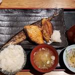 ichiyaboshitokaisendondekitateya - ごちそう三種(1296円)です。