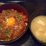 美食酒空間ごちそう家 - ステーキ丼(味噌汁つき)