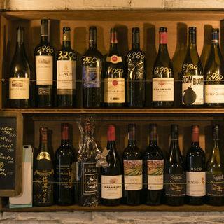 世界各国のワイン♪好みのワインをスタッフにお伝え下さい!
