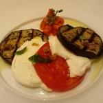 11235691 - 秋茄子、トマト、水牛モッツァレラチーズのカルパッチョ仕立て