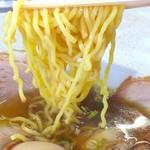 ラーメンユタカ - 縮れ麺