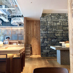 MUJI HOTEL GINZA WA - 材質が面白い店内