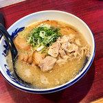 元祖糸島ラーメン 銅鑼 - 料理写真:「糸島豚骨焼豚ラーメン」(830円)をいただきました。