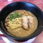 ラーメン一作 - ストレート中太麺
