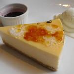 ミカサ カフェ - ヨコスカチェリーチーズケーキ