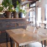 ミカサ カフェ - 室内