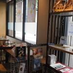 ミカサ カフェ - 入口近くの客席