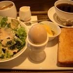 11236439 - 季節のコーヒー(400円)+十一穀トーストのモーニングセット(150円)