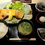 Akasakaajisai - 鮭カマ塩焼き定食全景