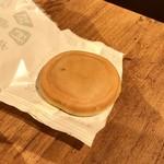 満月 - 料理写真:[2019/07]阿闍梨餅(110円+税)